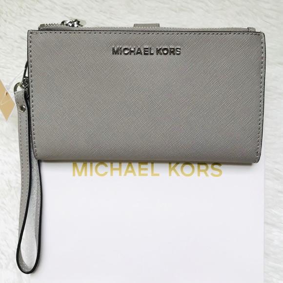 a2380195c605 NWT Michael Kors Jet Set Travel Double Zip Wallet